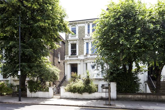 Asking Price £1,150,000, 2 Bedroom Flat For Sale in London, W10