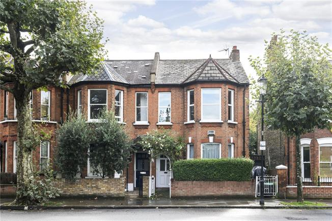 Asking Price £1,800,000, 4 Bedroom Semi Detached House For Sale in London, W10