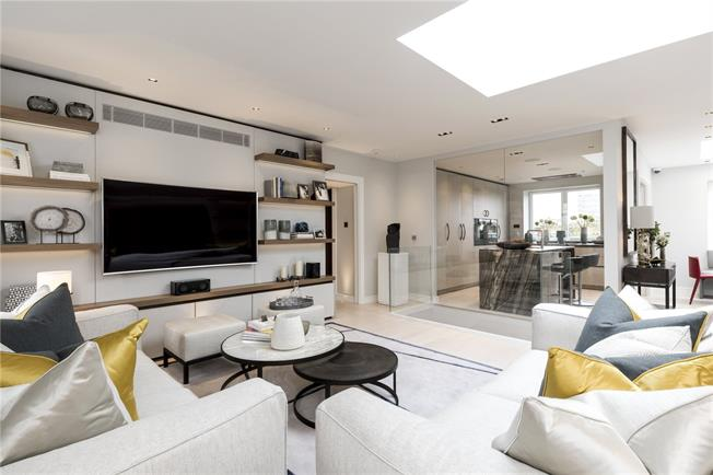 Guide Price £4,200,000, 4 Bedroom Flat For Sale in London, W2