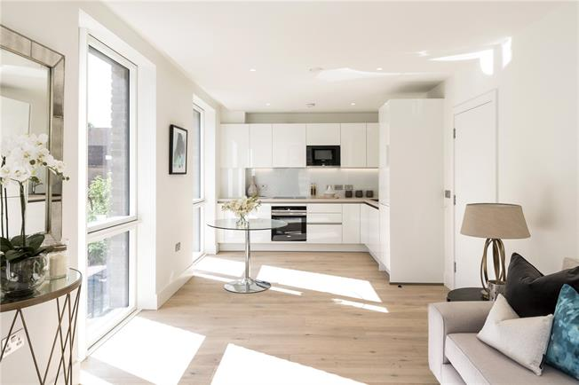 Asking Price £680,000, 2 Bedroom Flat For Sale in London, W10