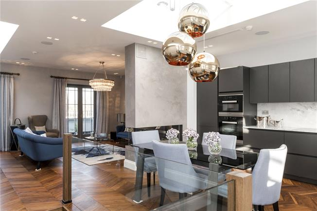 Asking Price £2,450,000, 2 Bedroom Flat For Sale in London, W11
