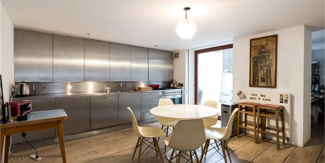 Asking Price £1,750,000, 2 Bedroom Flat For Sale in London, W11