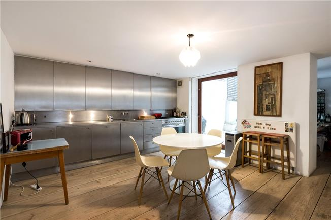 Asking Price £1,600,000, 2 Bedroom Flat For Sale in London, W11