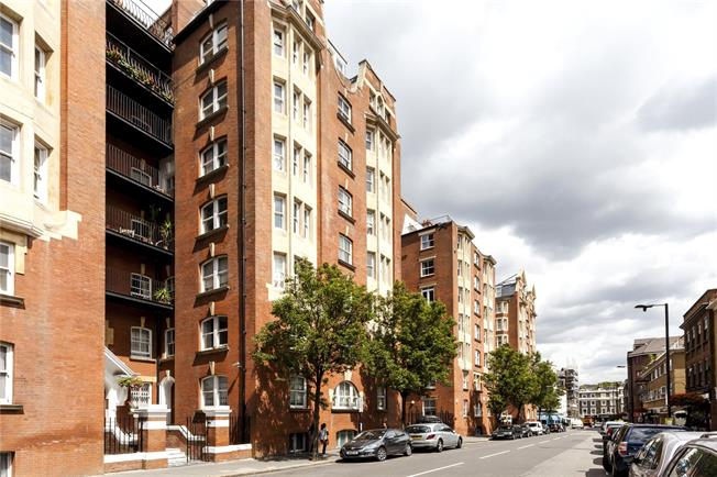 Asking Price £1,499,950, 3 Bedroom Flat For Sale in London, W2