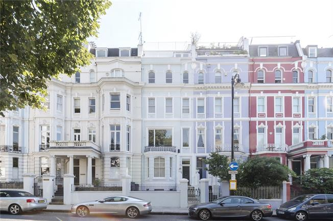 Asking Price £2,150,000, 4 Bedroom Flat For Sale in London, W11