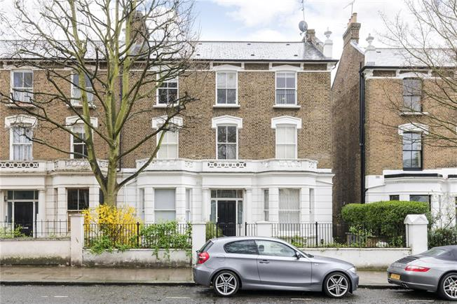 Asking Price £375,000, Flat For Sale in London, W10