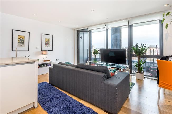 Asking Price £885,000, 2 Bedroom Flat For Sale in London, W10