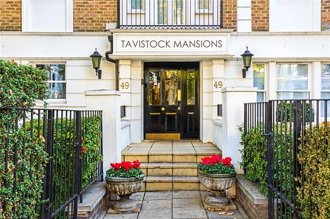 Asking Price £795,000, 3 Bedroom Flat For Sale in London, W11