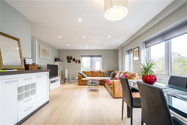 Asking Price £750,000, 2 Bedroom Flat For Sale in London, W10
