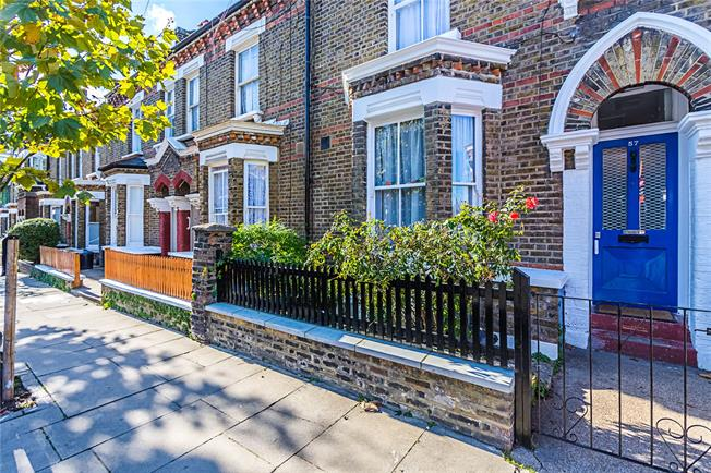 Asking Price £450,000, 1 Bedroom Flat For Sale in London, W10