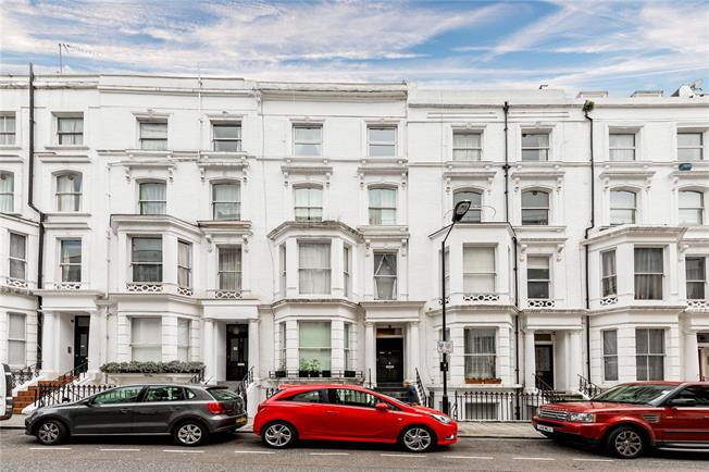 Asking Price £735,000, 2 Bedroom Flat For Sale in London, W2