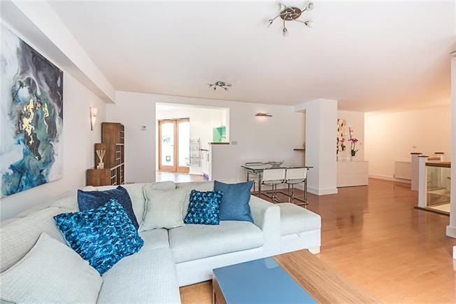 Asking Price £1,395,000, 3 Bedroom Mews House For Sale in London, W2