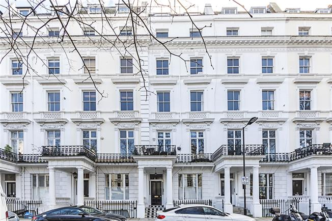 Asking Price £855,000, 2 Bedroom Flat For Sale in London, W2