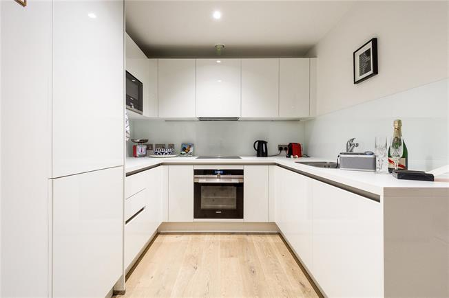 Asking Price £930,000, 2 Bedroom Flat For Sale in London, W10