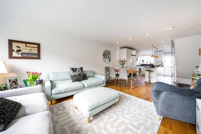Asking Price £850,000, 3 Bedroom Flat For Sale in London, W11
