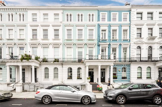 Offers in excess of £800,000, 1 Bedroom Flat For Sale in London, W11