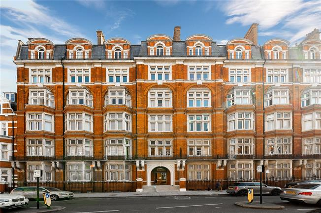 Asking Price £2,300,000, 4 Bedroom Flat For Sale in London, W2