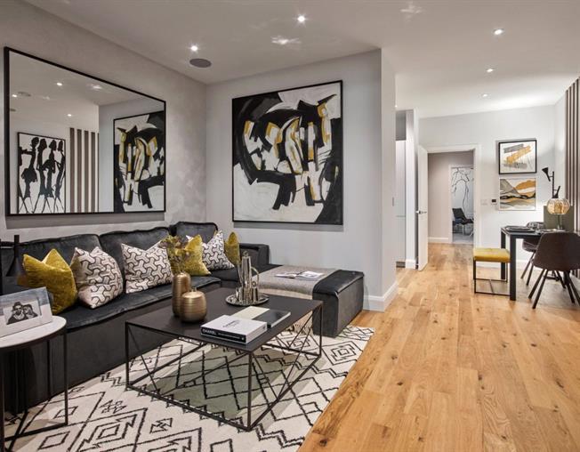 Asking Price £765,000, 2 Bedroom Flat For Sale in Ladbroke Grove, London, W10