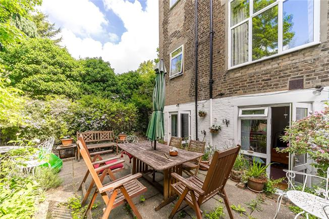 Asking Price £799,999, 2 Bedroom Flat For Sale in London, W11