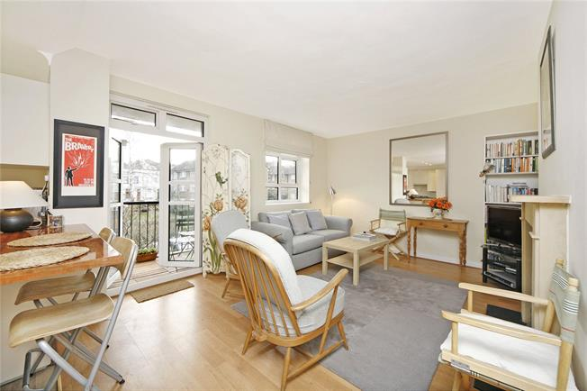 Asking Price £745,000, 2 Bedroom Flat For Sale in London, W11
