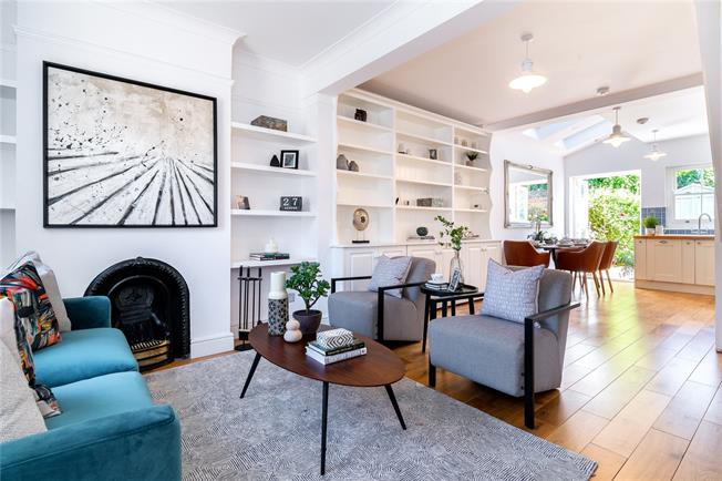 Asking Price £875,000, 3 Bedroom House For Sale in London, W10