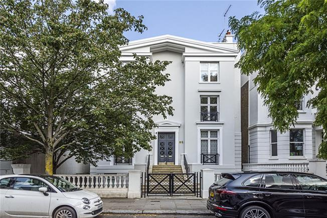 Asking Price £925,000, 1 Bedroom Flat For Sale in London, W11