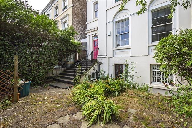Asking Price £875,000, 2 Bedroom Flat For Sale in London, W11
