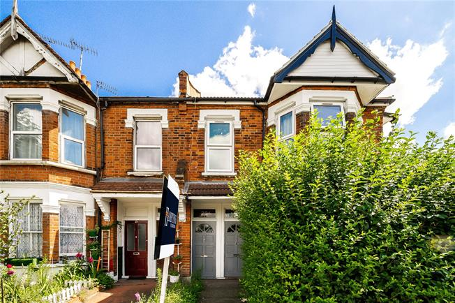 Asking Price £749,950, 4 Bedroom Flat For Sale in London, W12