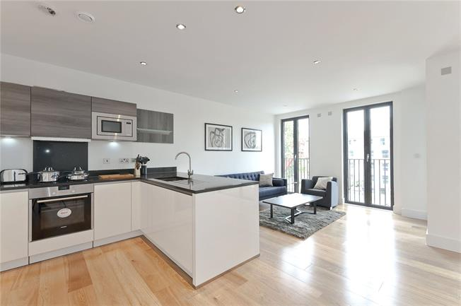 Asking Price £850,000, 2 Bedroom Flat For Sale in London, W10