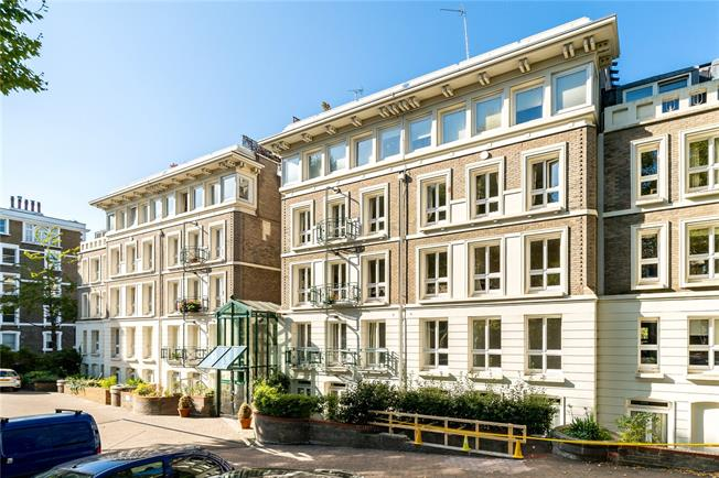 Asking Price £1,350,000, 2 Bedroom Flat For Sale in London, W11