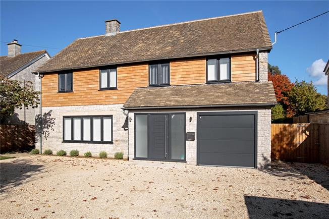 Guide Price £750,000, 5 Bedroom Detached House For Sale in Witney, Oxfordshire, OX29