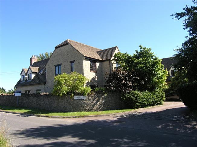 Guide Price £750,000, 5 Bedroom Detached House For Sale in Oddington, OX5