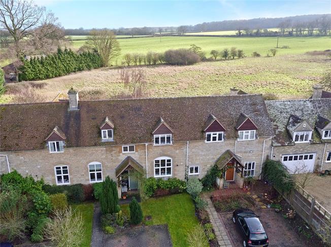 Guide Price £497,500, 3 Bedroom Mews House For Sale in Begbroke, Kidlington, OX5