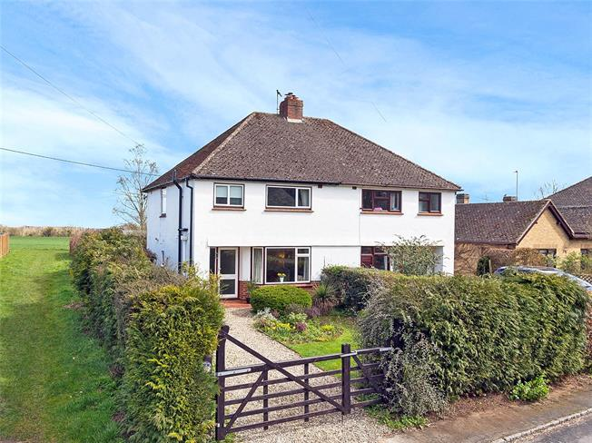 Guide Price £475,000, 3 Bedroom Semi Detached House For Sale in Woodstock, OX20