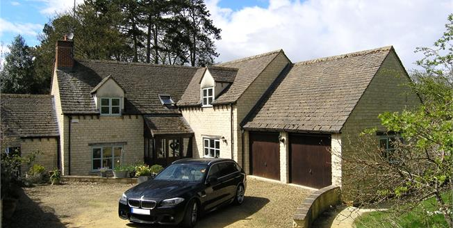 Guide Price £795,000, 5 Bedroom Detached House For Sale in Charlbury, OX7