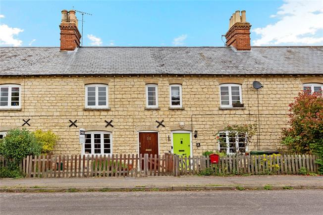 Guide Price £295,000, 2 Bedroom Terraced House For Sale in Fyfield, OX13