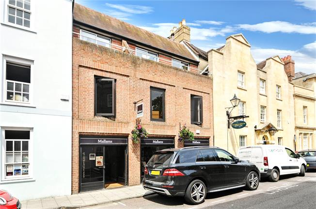 Guide Price £550,000, 3 Bedroom Flat For Sale in Oxford, OX1