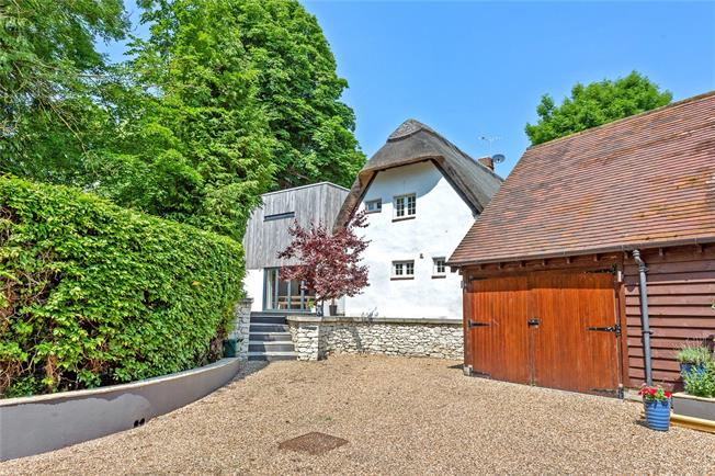 Offers in excess of £500,000, 3 Bedroom Detached House For Sale in Wantage, OX12