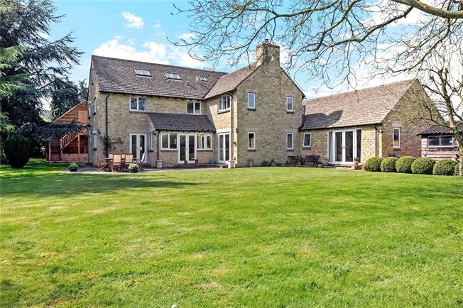 Guide Price £1,250,000, 5 Bedroom Detached House For Sale in Eynsham, OX29