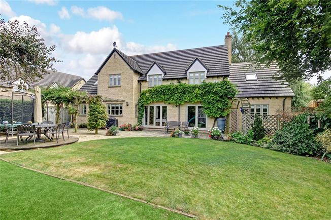Guide Price £750,000, 5 Bedroom Detached House For Sale in Standlake, OX29