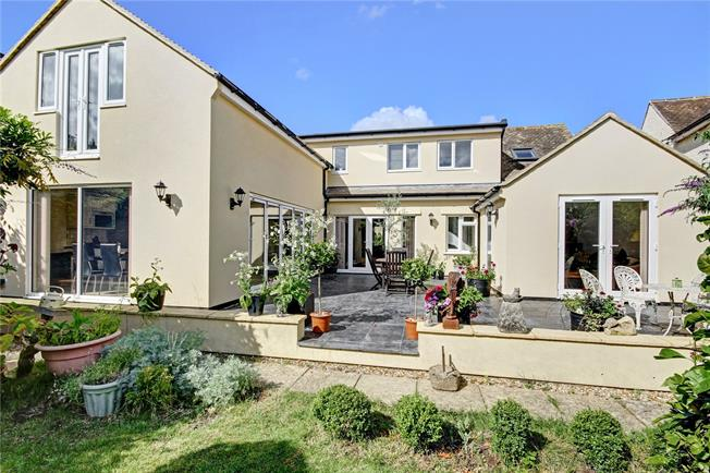 Guide Price £695,000, 5 Bedroom Detached House For Sale in Charney Bassett, OX12