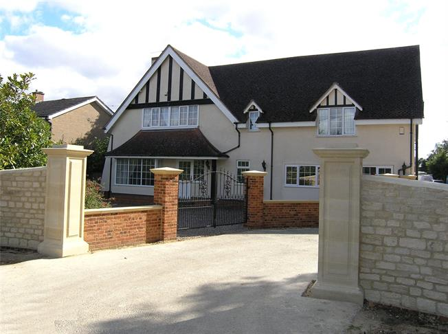 Guide Price £900,000, 6 Bedroom Detached House For Sale in Oxford, OX2