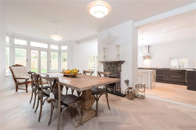 Guide Price £1,250,000, 4 Bedroom Semi Detached House For Sale in Oxford, OX2