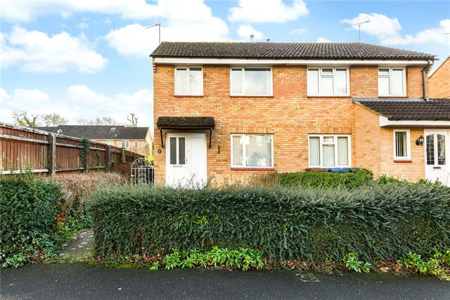Guide Price £310,000, 3 Bedroom Semi Detached House For Sale in Kidlington, Oxfordshire, OX5