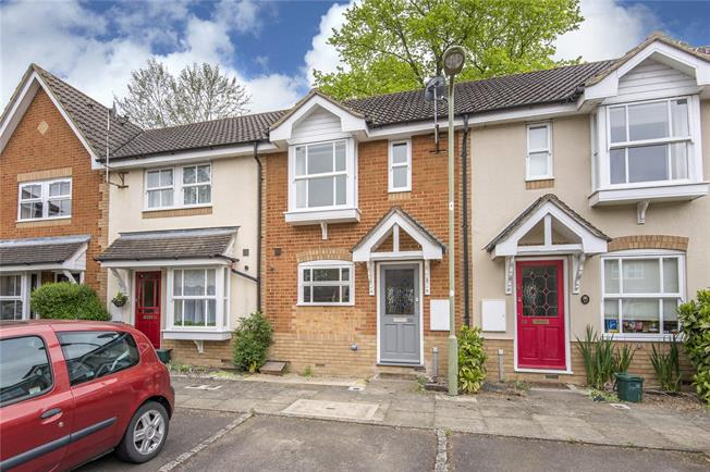 Guide Price £400,000, 2 Bedroom Terraced House For Sale in Oxford, OX2