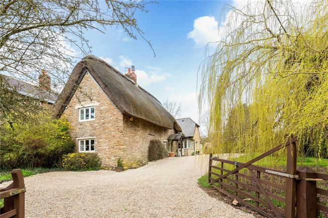 Guide Price £975,000, 5 Bedroom Detached House For Sale in Abingdon, OX13