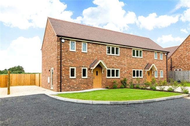 Guide Price £425,000, 3 Bedroom Semi Detached House For Sale in Aylesbury, HP18