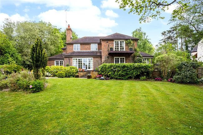 Guide Price £1,395,000, 4 Bedroom Detached House For Sale in Boars Hill, OX1