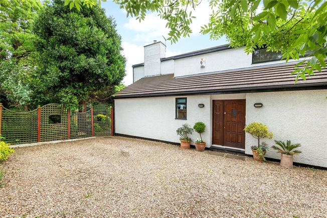 Guide Price £1,100,000, 4 Bedroom Detached House For Sale in Oxford, OX2