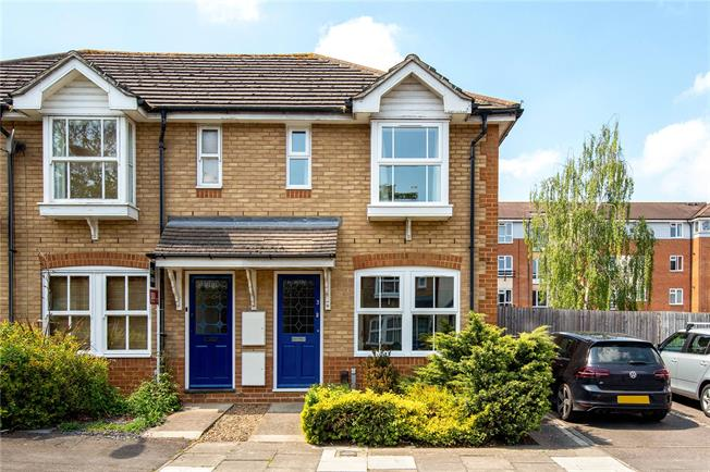 Guide Price £385,000, 2 Bedroom End of Terrace House For Sale in Oxford, OX2